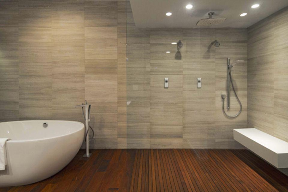 Außerdem hat die Villa mehrere Badezimmer, einen Fitnessraum und zwei Küchen.