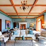 """Robin Williams  Im Haupthaus """"Villa Sorriso"""" befinden sich 5 Schlafzimmer, 11 Badezimmer, eine Bibliothek, ein kleines Theater und diverse weiter Räumlichkeit, darunter auch Weinkeller und Noträume."""