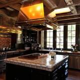 In dieser Küche hat Jacko wahrscheinlich nie selbst gekocht. Seit seinem Tod 2009 steht das Haus leer.