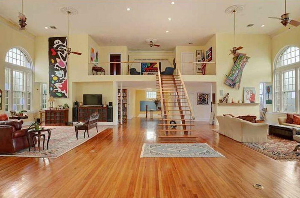 Beyoncé Knowles und Jay Z Carter  Das Haus ist Baujahr 1925 und misst circa 1235 Quadratmeter. Auch Beyoncés Schwester Solange Knowles wohnt mit ihrem Ehemann in der Jazz-Stadt.