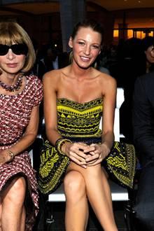 Vogue-Chefredakteurin Anna Wintour, Blake Lively und Tennis-Ass Roger Federer machen es sich gemütlich und freuen sich auf die S