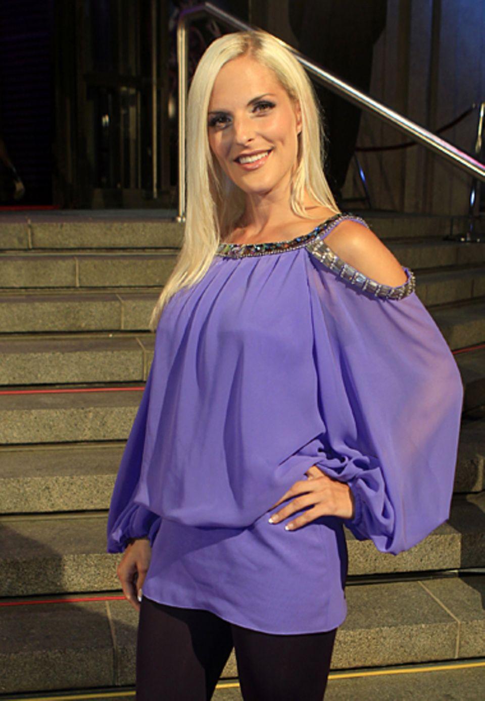 """""""No Angel"""" Sandy Mölling setzt bei der Kleiderwahl auf extrem kurz und lila."""