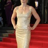 Schwimm-Star Britta Steffen glänzt in einer goldenen Robe.