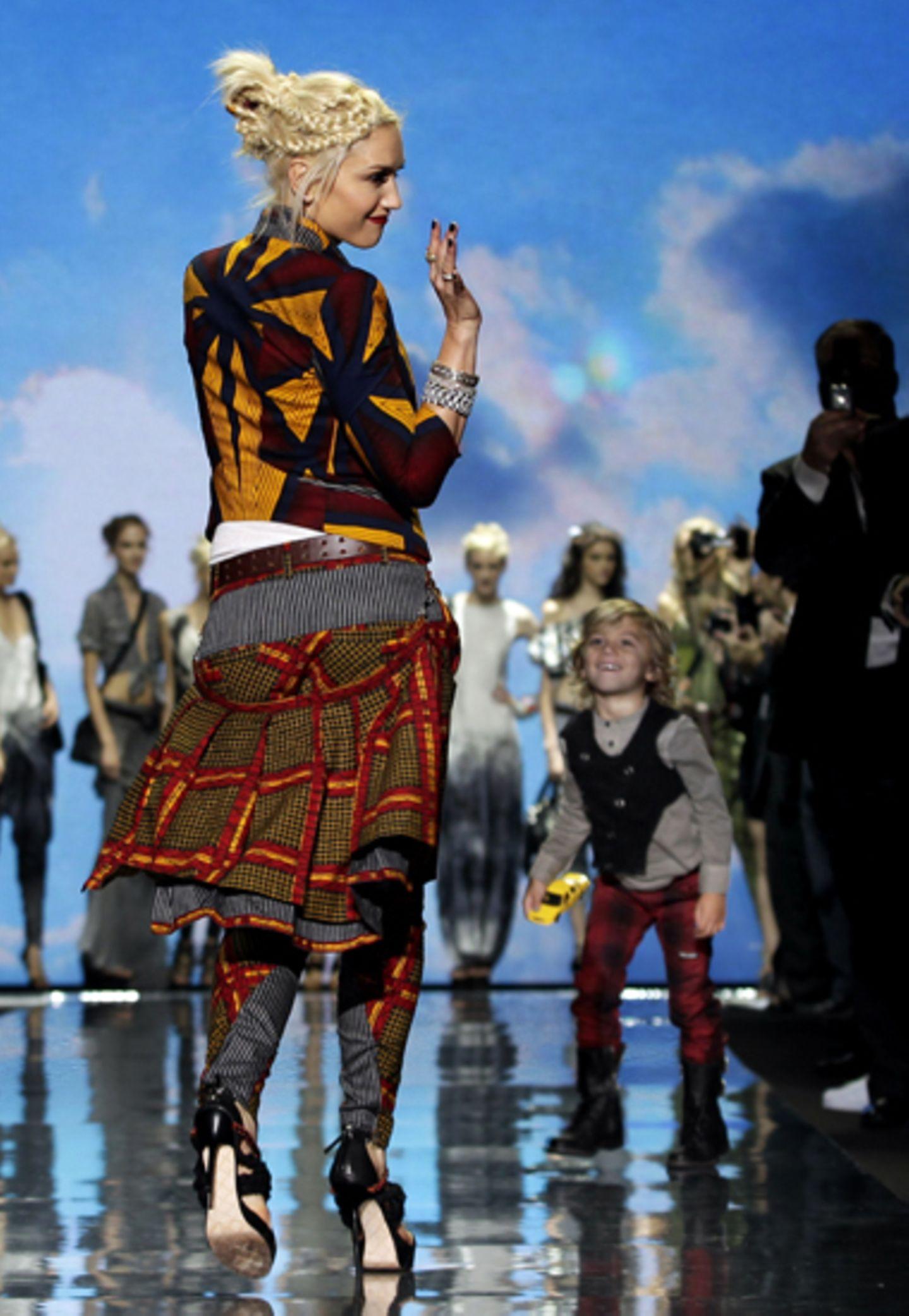 16. September 2010: Stolz wie Bolle! Kann Kingston Rossdale auch sein, seine Mutter Gwen Stefani zeigte bei der New Yorker Fashi