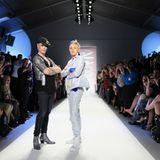 Richie Rich Frühjahr / Sommer 2011. Der Designer selbst posiert mit Ellen DeGeneres auf dem Laufsteg.