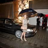 Gala Style Club: ... Dass die Frisur unbeschadet bleibt, dafür sorgt der Shuttle Service Valet Parking der die Gäste mit VW-Limo
