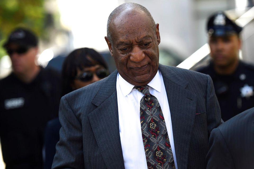 24. Mai 2016: Bill Cosby wird sich wegen sexuellen Missbrauchs vor Gericht verantworten müssen. Das entschied Richterin Elizabeth McHugh bei einer vorbereitenden Anhörung in einem Gericht in Norristown, Pennsylvania.