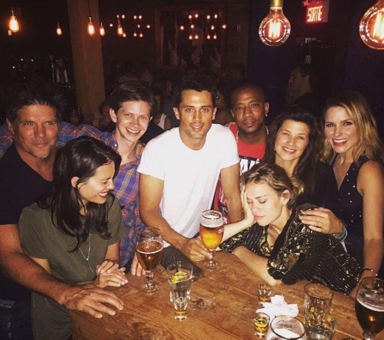 """23. August 2015: Sophia Bush hat ihre ehemaligen """"One Tree Hill""""-Kollegen zu einem Treffen zusammengetrommelt. Schaut nach einer Menge Spaß aus."""