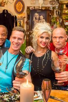1. März 2016: VOX veröffentlicht Fotos des Dschungel-Spezial-Promi-Dinners. Ricky Harris, Jürgen Milski, Sophia Wollersheim und Thorsten Legat kämpfen am 20. März um die Koch-Krone.