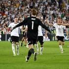 2. Juli 2016: Jaaaaa, sie haben es geschafft! Die DFB-Elf schlägt in einem Elfmeterkrimi die Italiener mit 6:5. Manuel Neuer zeigt mit zwei gehaltenen Elfmetern seine Klasse.