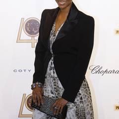 Auch Supermodel Tyra Banks lässt sich das Event nicht entgehen und sorgt mit ihrem Hosenanzug für einen Hingucker.