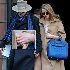 Johnny Depp und Amber Heard  Nur wenige Tage nach ihrer Verlobungsparty zeigen sich Johnny Depp und Amber Heard Händchen haltend in New York. Dabei ist das Paar mit blauen Accessoires modisch aufeinander abgestimmt. Auch Amber Heards Verlobungsring ist zu sehen.