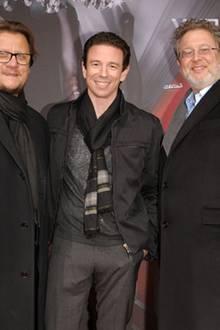 Torsten Koch, Oliver Berben und Martin Moszkowicz stellen sich für ein Gruppenfoto zusammen.
