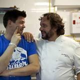 """Gala MEN Buddy Weekend: Guillermo Méndez (r.), prämierter Koch des """"El Olivo""""-Restaurants, ließ Tim Mälzer in seinem Allerheilig"""