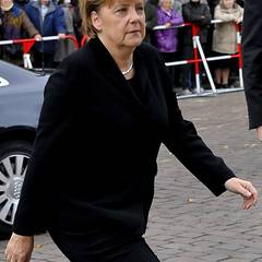 Trauerfeier Loki Schmidt: Bild 2, Angela Merkel