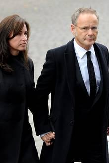 Trauerfeier Loki Schmidt: Bild 10, Reinhold Beckmann mit Ehefrau Kerstin