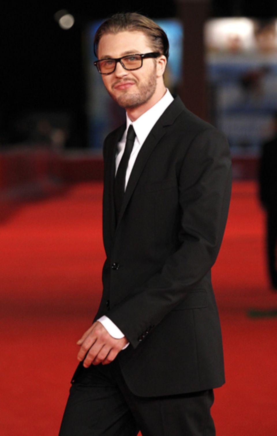 """Michael Pitt posiert auf dem roten Teppich für die TV-Serie """"Boardwalk Empire"""" von Martin Scorsese."""