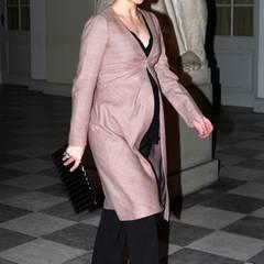 9. November 2010: Die Kleidung von Prinzessin Mary wird von Tag zu Tag Babybauch tauglicher. Bei einem Konzert auf Schloss Chris