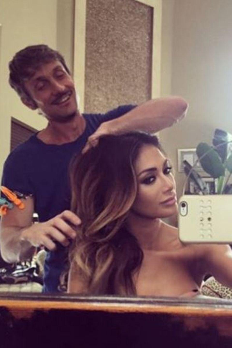 Nicole Scherzinger macht Werbung für ihren Haar-Stylisten Rob Talty.