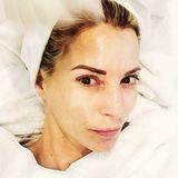 DJane Giulia Siegel genießt ein Facial im Beauty-Salon. Zeit für ein Selfie wird aber selbstverständlich trotzdem eingeräumt - Entspannung hin oder her.