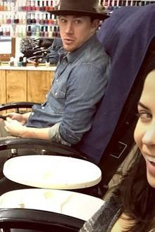 """Jenna Dewan-Tatum hat ihren Liebsten, den """"Sexiest Man Alive"""" Channing Tatum, an ihrem Geburtstag zur Pediküre mitgenommen. Wunsch ist schließlich Wunsch, das muss auch ein Hollywood-Star einsehen."""