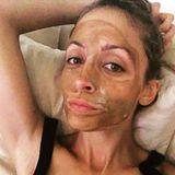 Schlammmasken sind gut für Haut. Das weiß auch Nicole Richie und schickt ihren Instagram-Fans diese Selfie im Tonerde-Look.
