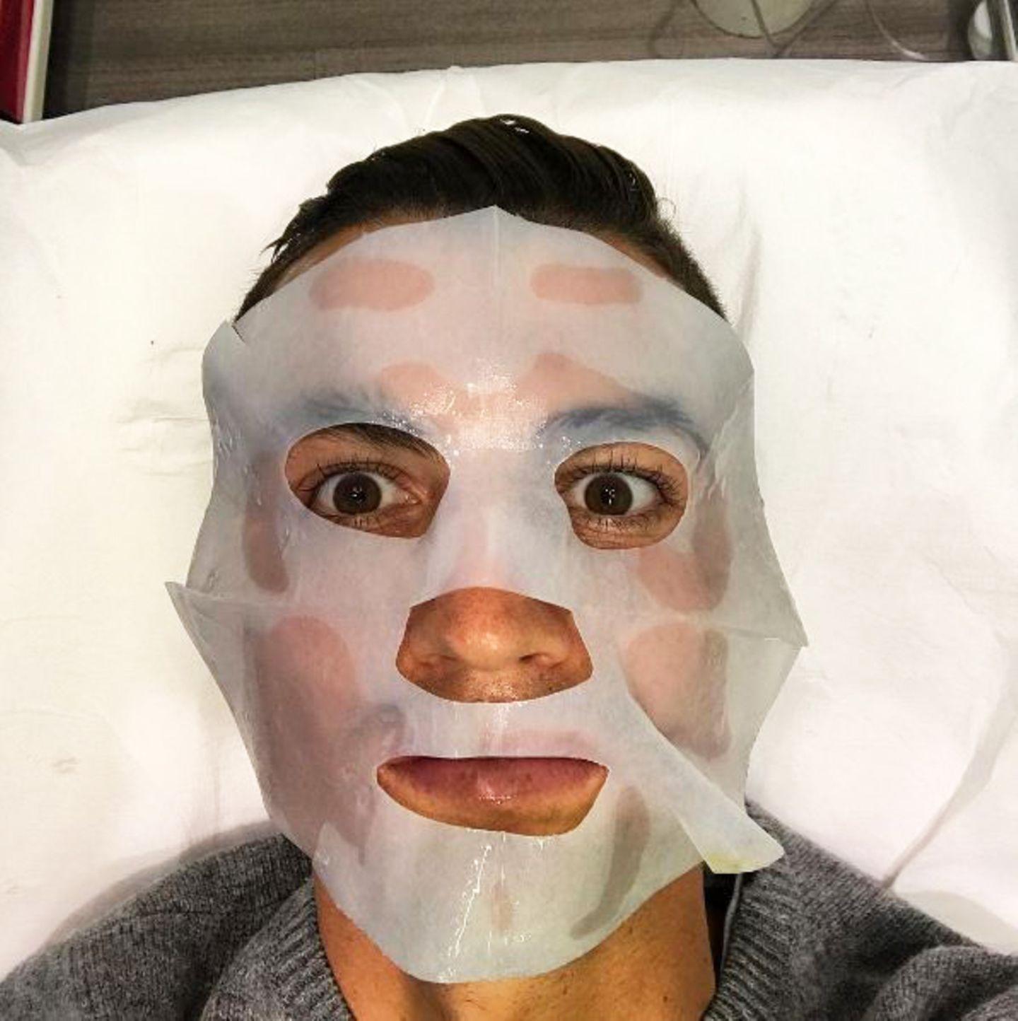 Fußball-Star Cristiano Ronaldo hat offensichtlich nicht nur einen strengen Fitness-Plan, sondern auch einen hohen Anspruch was Hautpflege anbelangt.