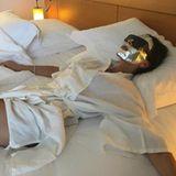 Victoria Beckham entspannt sich während der Filmfestspiele von Cannes mit einer Powerfoil Maske.