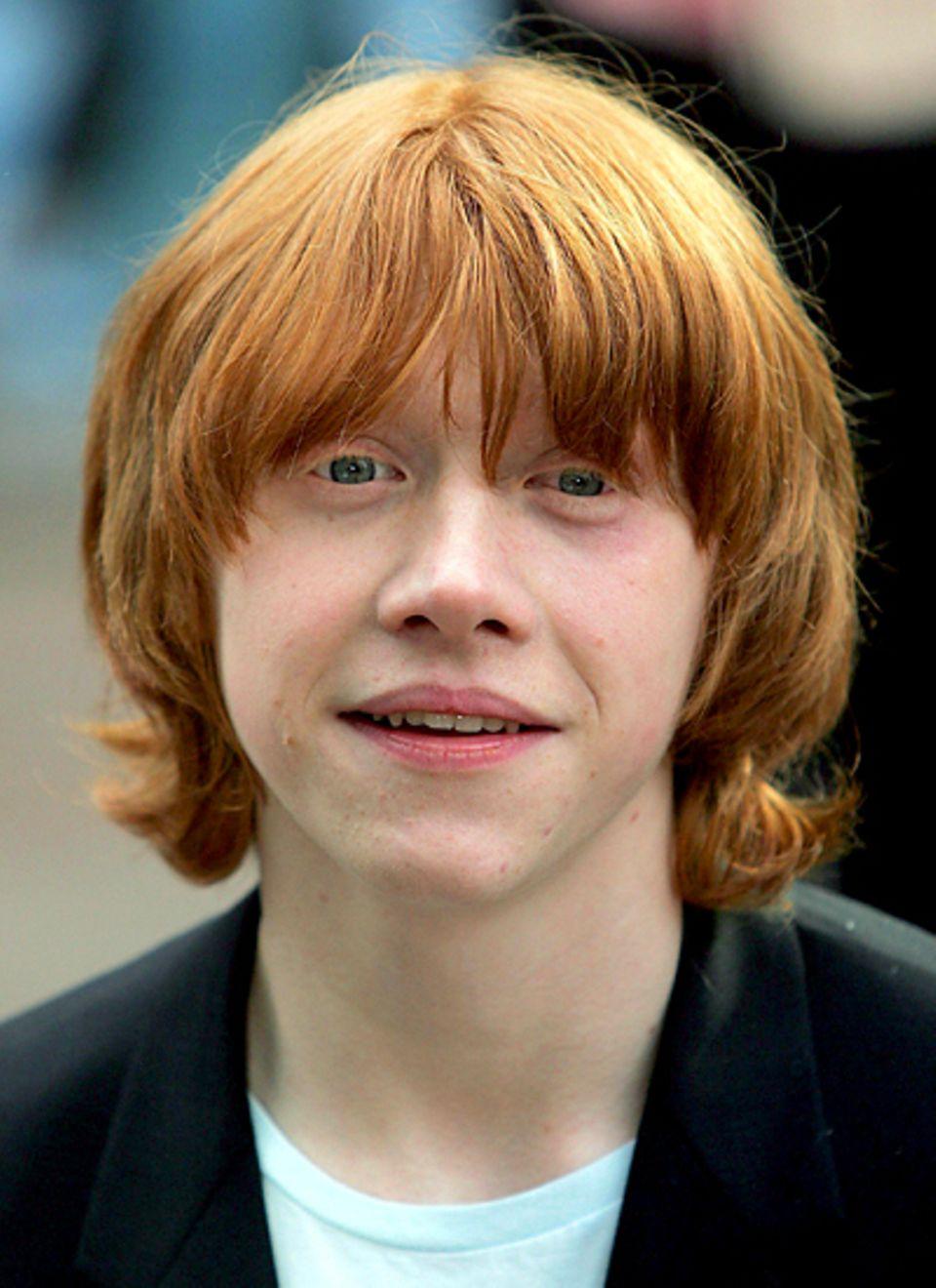 Harry Potter, damals-heute: 2004: Mit Zottelfrisur und Pickeln im Gesicht sieht man Rupert Grint 2004.