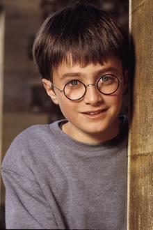 """Harry Potter, damals-heute: 2000: Daniel Radcliffe verkörpert """"Harry Potter"""" und verzaubert damit die Welt."""