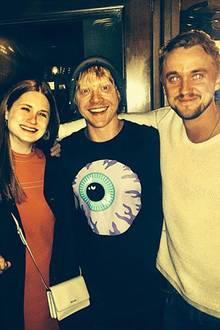 """März 2015  Drei """"Weasleys"""" und """"Draco Malfoy"""": Tom Felton trifft im """"State Social House"""", einer Bar in West Hollywood, seine """"Harry Potter""""-Kollegen James Phelps (""""Fred Weasley""""), Bonnie Wright (""""Ginny Weasley"""") und Rupert Grint (""""Ron Weasley"""")."""