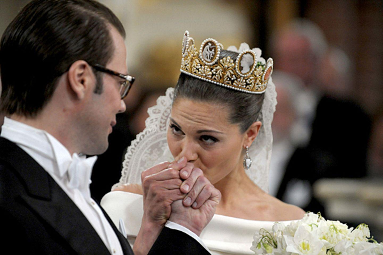 Traumhochzeit in Schweden: Kronprinzessin Victoria heiratet ihren Fitnesstrainer. Was nüchtern klingt, ist die Krönung einer gro