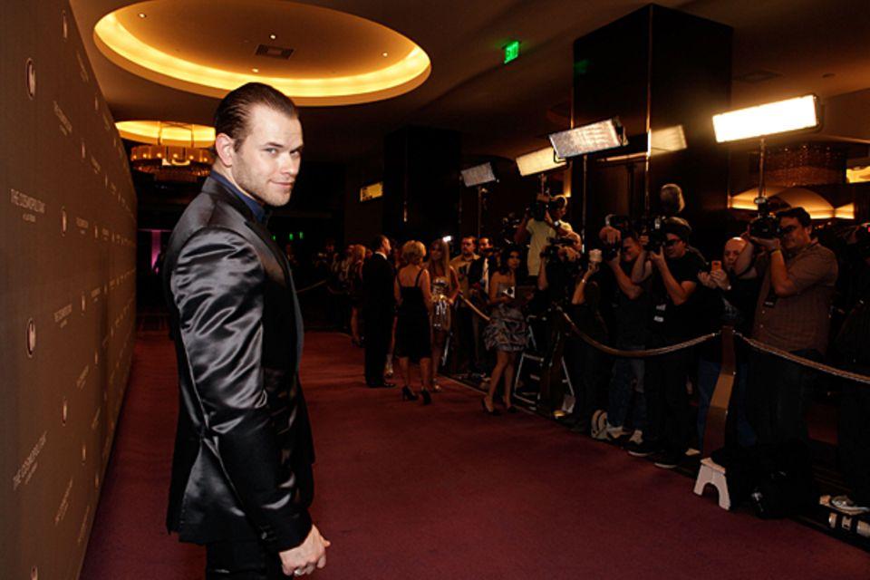 Kellan Lutz erscheint pünktlich zur hipsten Party in Las Vegas: Die Silvesterparty mit Jay-Z und Coldplay im Marquee Nightclub