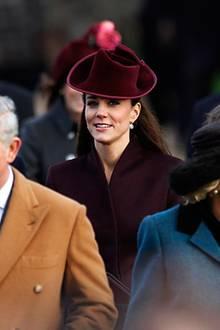 """25. Dezember 2011: Die britische Königsfamilie besucht den Weihnachtsgottesdienst in der """"St Mary Magdalene Church"""".   Herzogin"""
