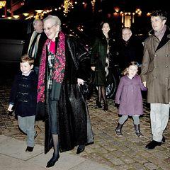 """24. Dezember 2011: Am Weihnachtsabend besucht die dänische Königsfamilie die Weihnachtsmesse in der """"Aarhus Domkirke""""."""