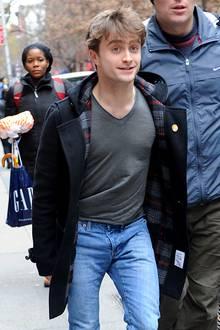 28. Dezember 2011: Daniel Radcliffe ist auf dem Weg zu seiner Broadway-Show.