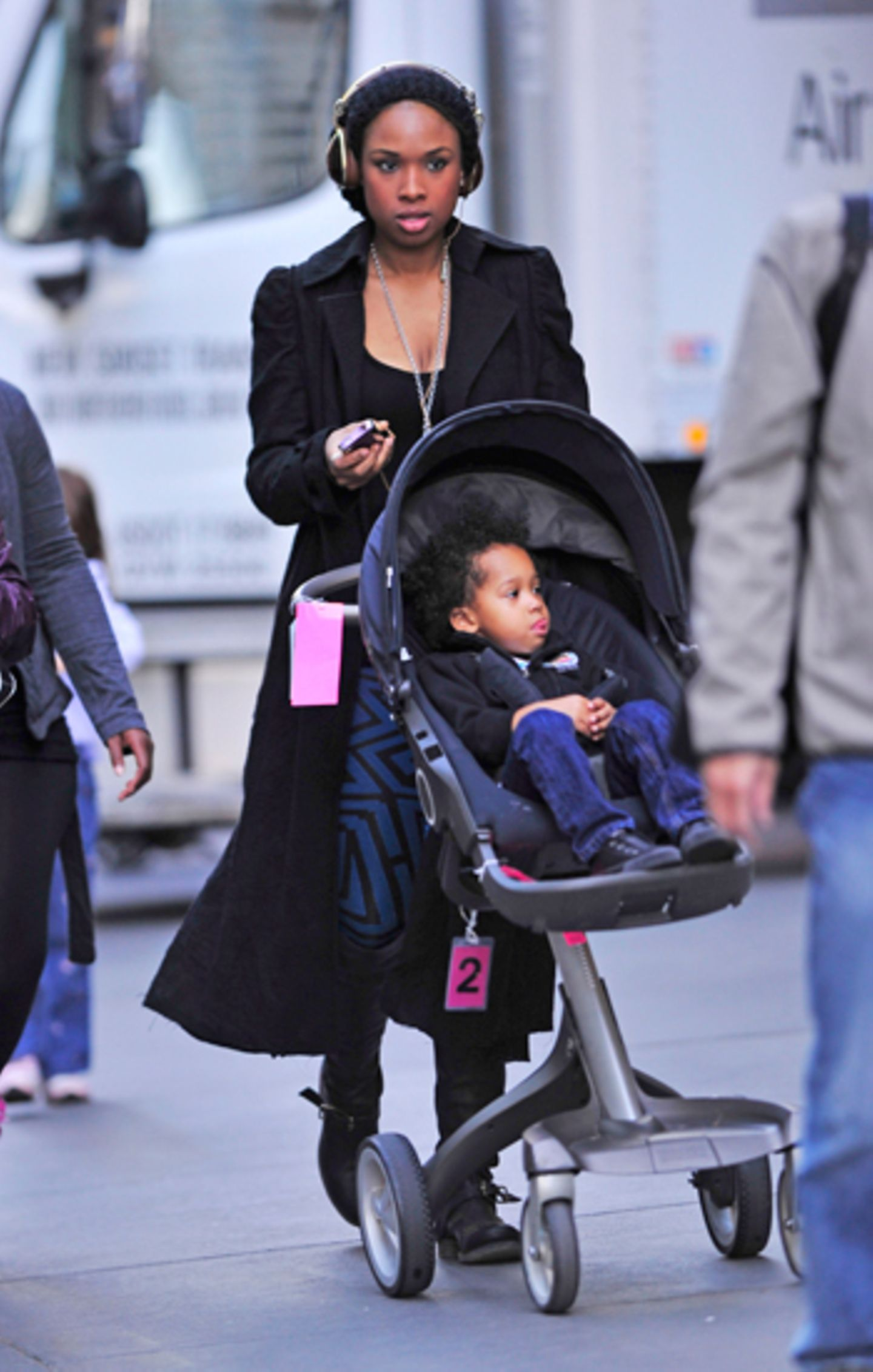 8. November 2011: Jennifer Hudson geht mit ihrem Sohn David in New York spazieren.