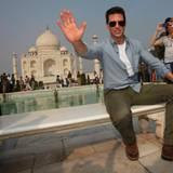 3. Dezember 2011: Tom Cruise posiert vor dem Taj Mahal im indischen Agra.