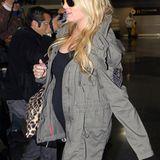 23. Oktober 2011: Wenn das kein Babybauch ist, den Jessica Simpson über den Flughafen von New York trägt ...