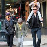 "23. Oktober 2011: Hugh Jackman und seine Frau Deborra-Lee Furness gehen mit Ava and Oscar zum ""Laughing Man Shop"" in Manhattan."