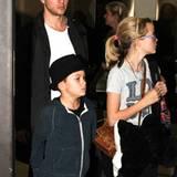 21. Dezember 2011: Ryan Philippe holt seine Kinder Ava Elizabeth und Deacon Reese am Flughafen in Los Angeles ab.