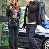 15. Dezember 2011: Schauspieler Zach Braff ist mit seiner Freundin Taylor Bagley in West Hollywood unterwegs.