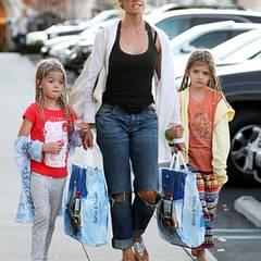 24. Dezember 2011: Denise Richards und ihre Töchter Sam und Lola erledigen in Calabasas letzte Weihnachtseinkäufe.