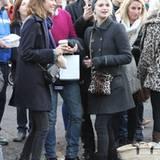 27. November 2011: Alexa Chung und Pixie Geldof treffen sich auf dem Weihnachtsmarkt in Primrose Hill, London.