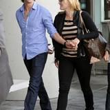 14. Oktober 2011: Kate Winslet und ihr Freund Ned Rocknroll sind auf dem Weg zum Flughafen in San Franciso.