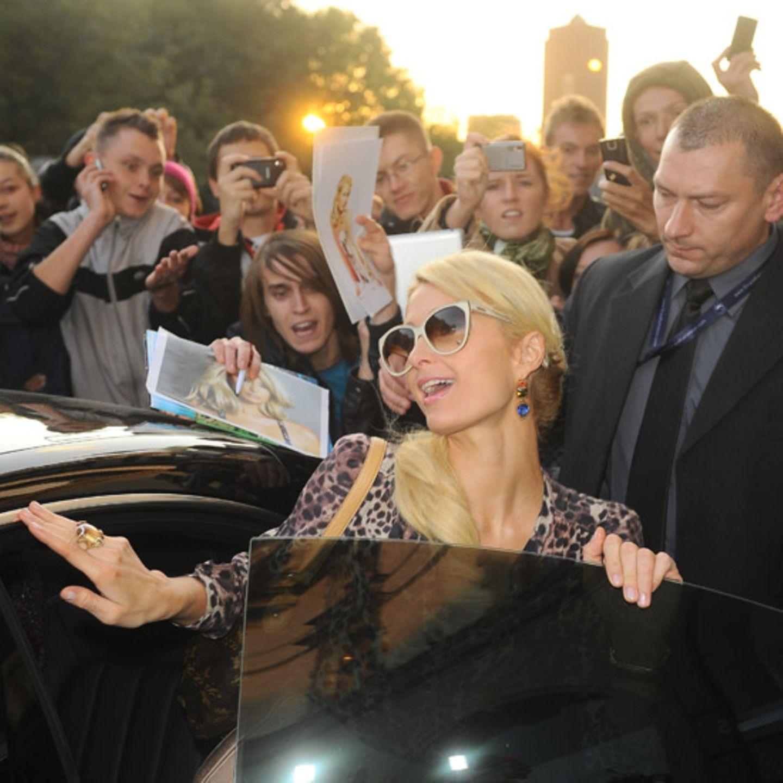 13. Oktober 2011: Paris Hilton, wie sie leibt und lebt. Die Hotelerbin gibt den Superstar im polnischen Kattowitz.