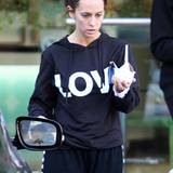 19. November 2011: Eine sichtlich angeschlagene Jennifer Love Hewitt ist in Studio City unterwegs.