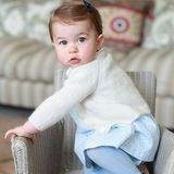 1. Mai 2016  Der britische Königshof veröffentlicht neue zauberhafte Bilder von Prinzessin Charlotte.