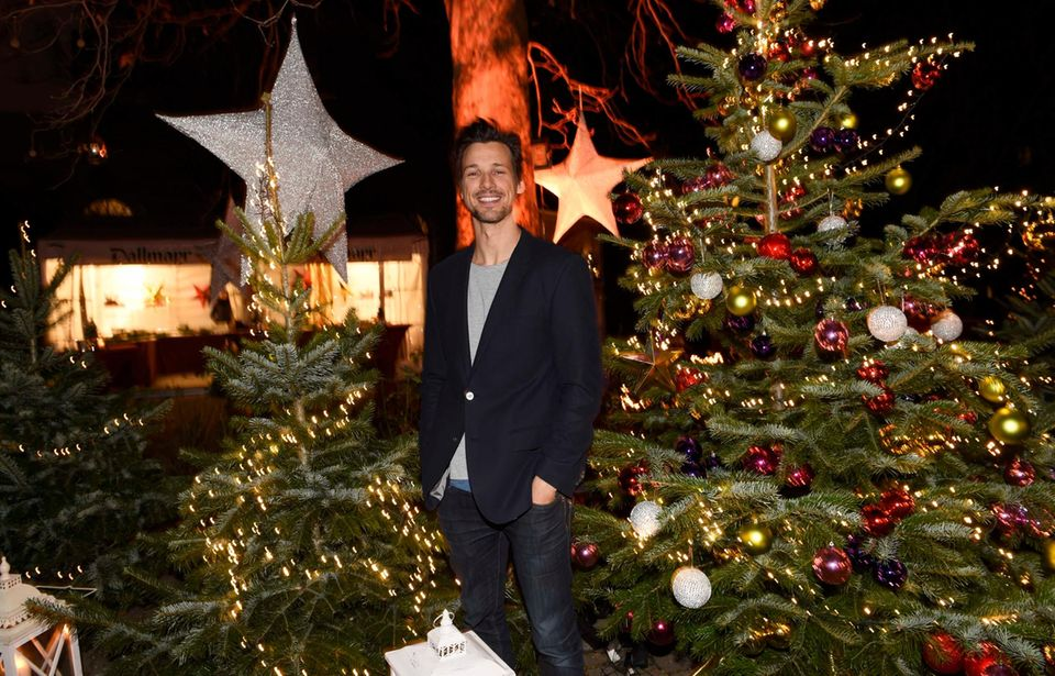 Beim Advents-Benefizkonzert der BMW-Niederlassung München in der St. Michael Kirche ist Schauspieler Florian David Fitz bester Laune.