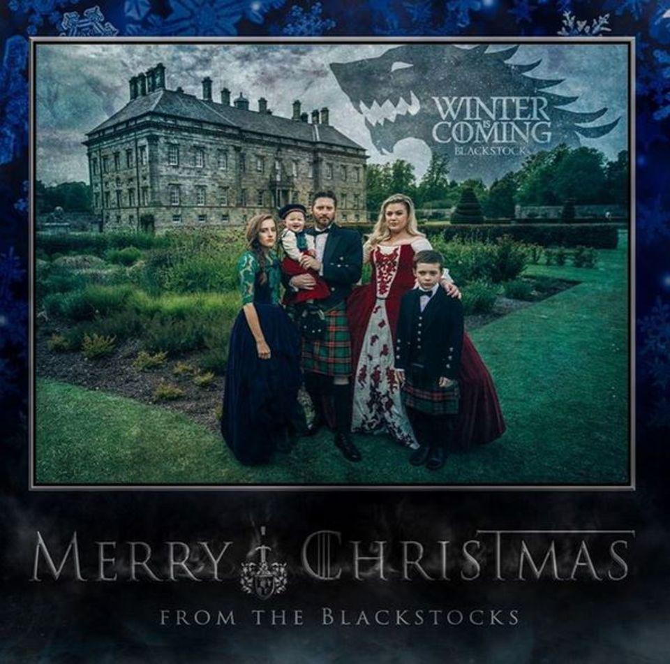 """Kelly Clarkson sendet diese """"Game of Thrones""""-Weihnachtskarte ihrer Familie an alle Fans auf Instagram."""